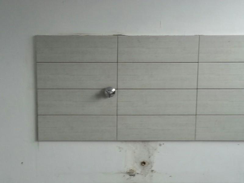 aus alt mach neu ein neuer fliesenspiegel f r die k che unserer schulungsr ume. Black Bedroom Furniture Sets. Home Design Ideas