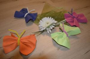 Schmetterlinge Basteln Aus Servietten Und Pfeifenputzern