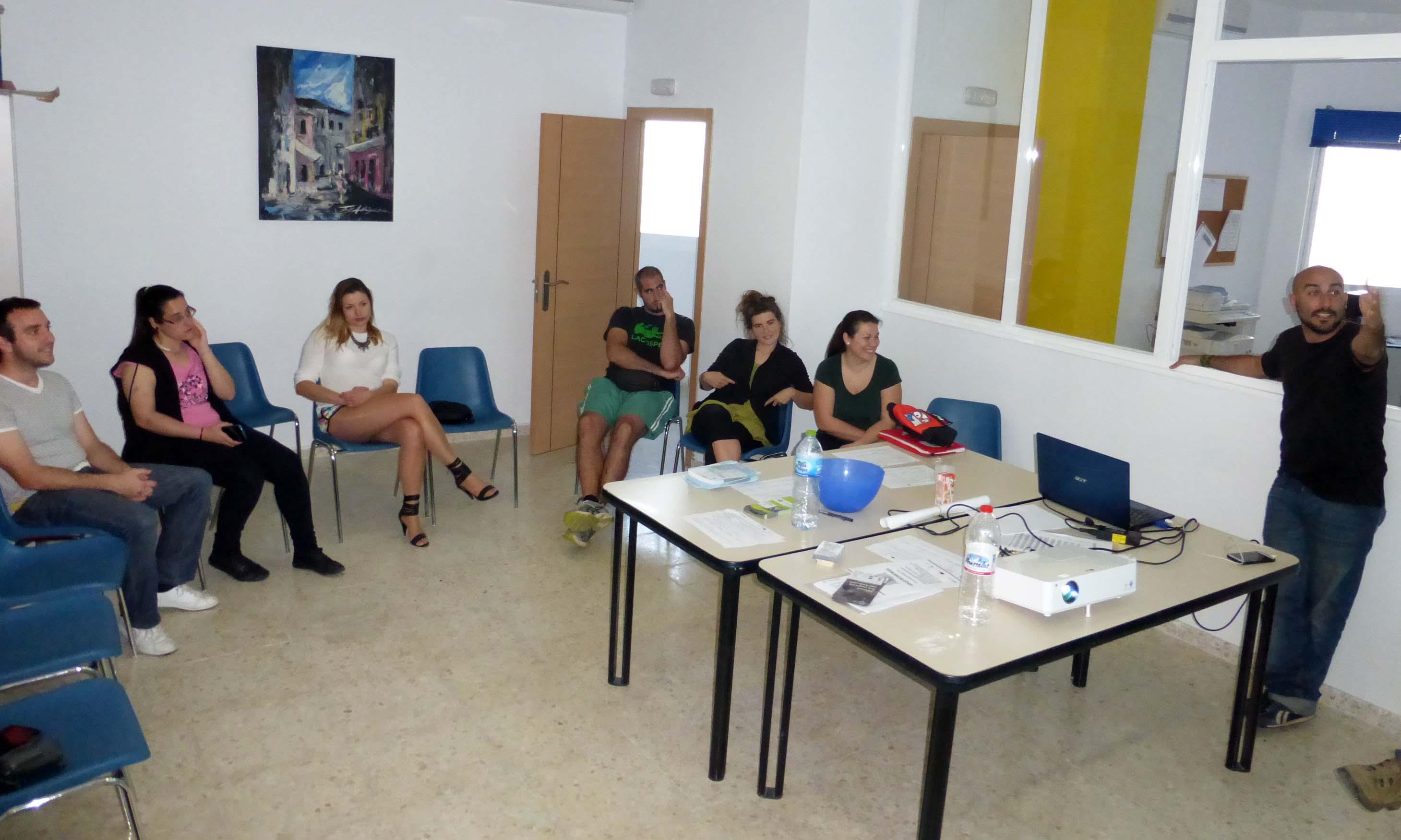 Málaga Acoge lleva Stop Rumores al Proyecto Hogar