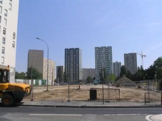 Juin 2005, depuis la rue d'Irlande, l'ancien site Pays de Galles. Au fond à droite, la tour Sicile, démolie, n'est plus visible