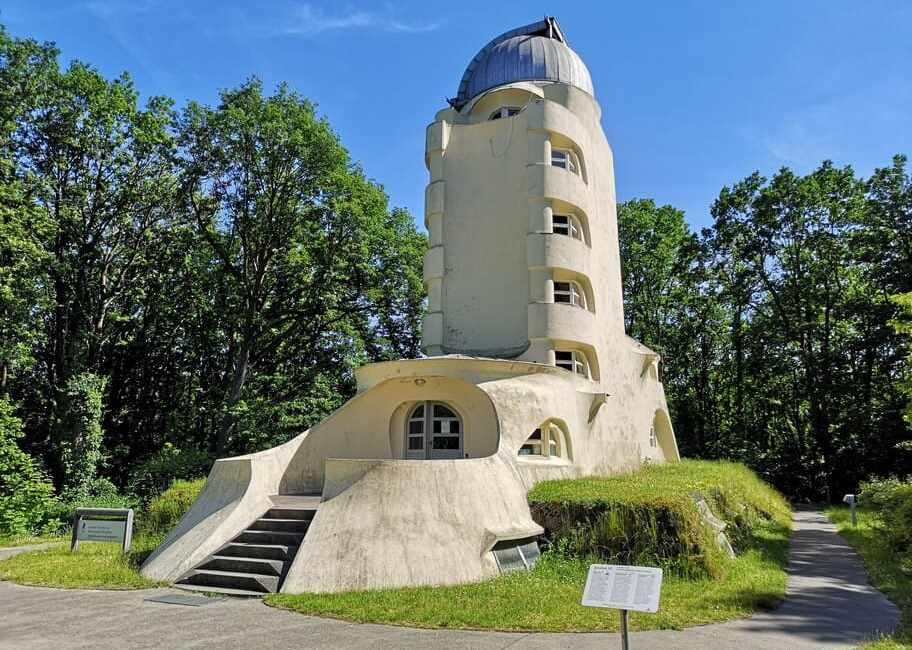 La torre Einstein, observatorio astrofísico del parque de las ciencias de Postdam
