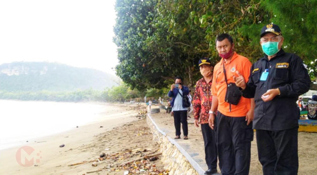 Foto : Bupati Malang, HM Sanusi tinjau pantai Tamban