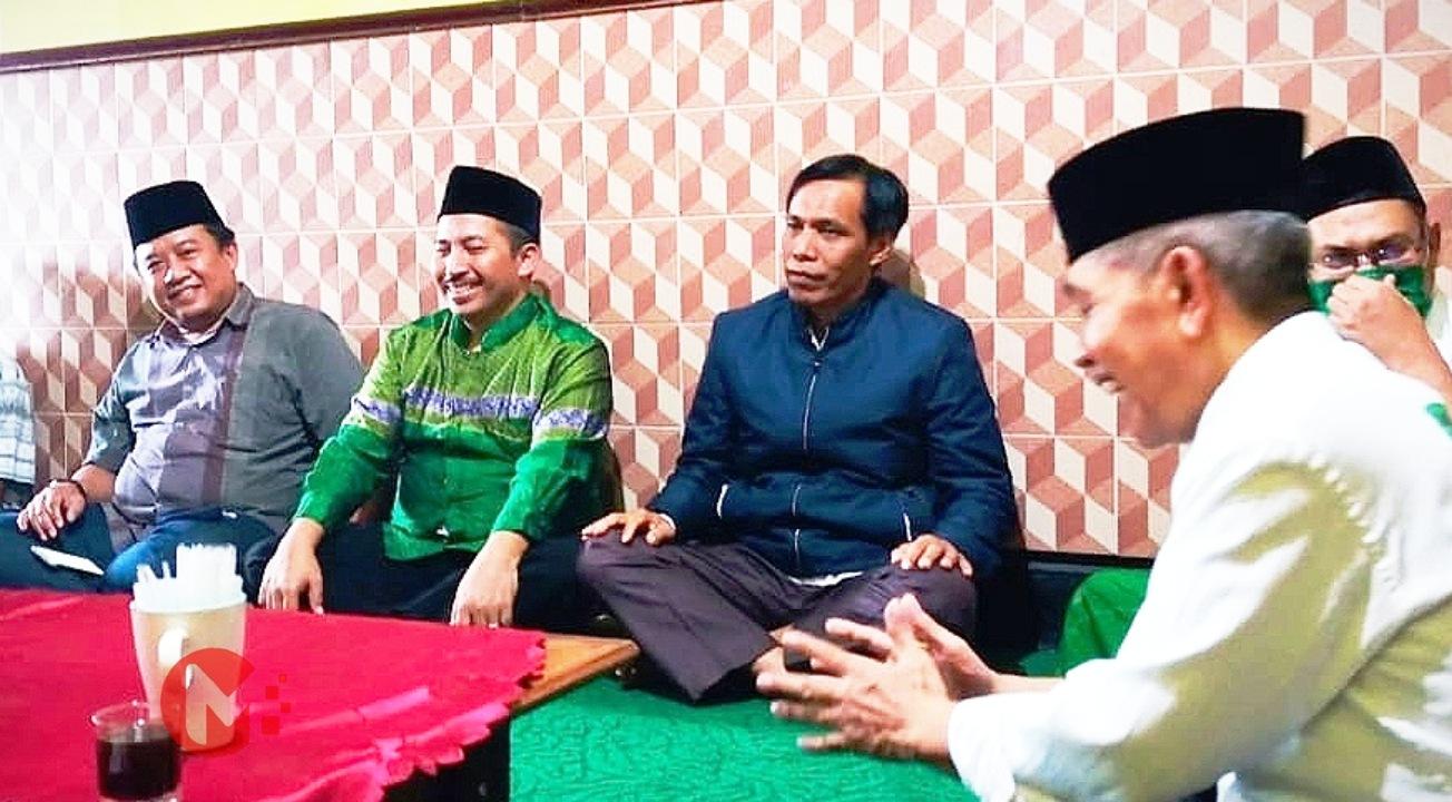 Foto : Umar Usman (Baju Hijau) bersama pengurus PKB Kab Malang