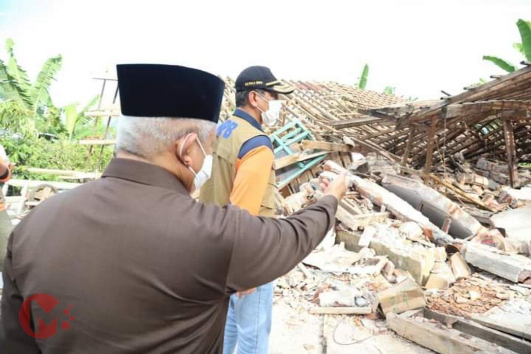 Foto : Doni Monardo, ketua BNPB tinjau langsung lokasi korban gempa