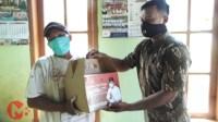 Foto : Relawan Andreas bagikan paket sembako