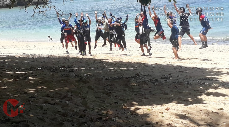 Foto : Rombongan wali kota malang saat berada di pantai kondangmerak