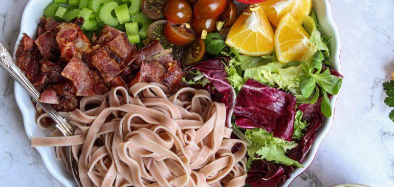 Obrok SALATA sa taljatelama u sosu od indijskog oraha – BLT Pasta Salad