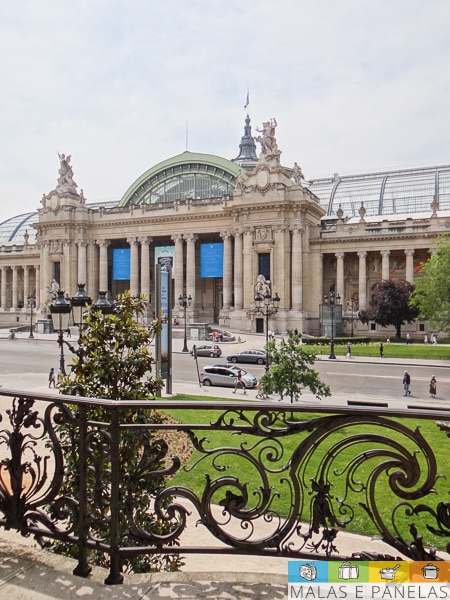 Em frente ao Petit Palais fica o Grand Palais