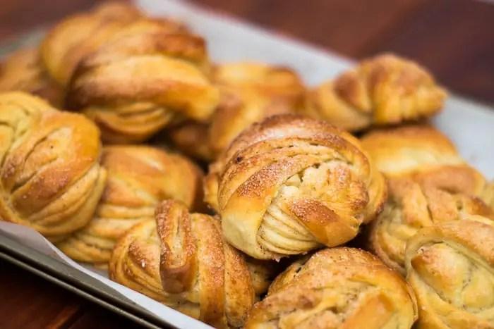 Kanelbullar: pãezinhos doces suecos com cardamomo e canela | Malas e Panelas