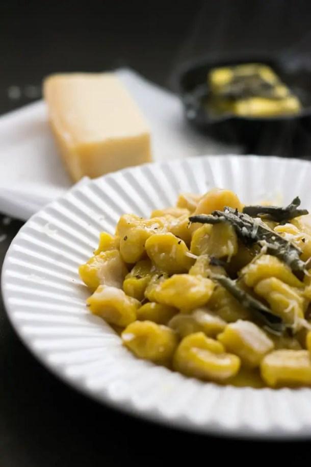 Nhoque de Abóbora com Molho de Manteiga e Sálvia | Malas e Panelas