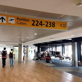Conexão de voo internacional para doméstico no Brasil