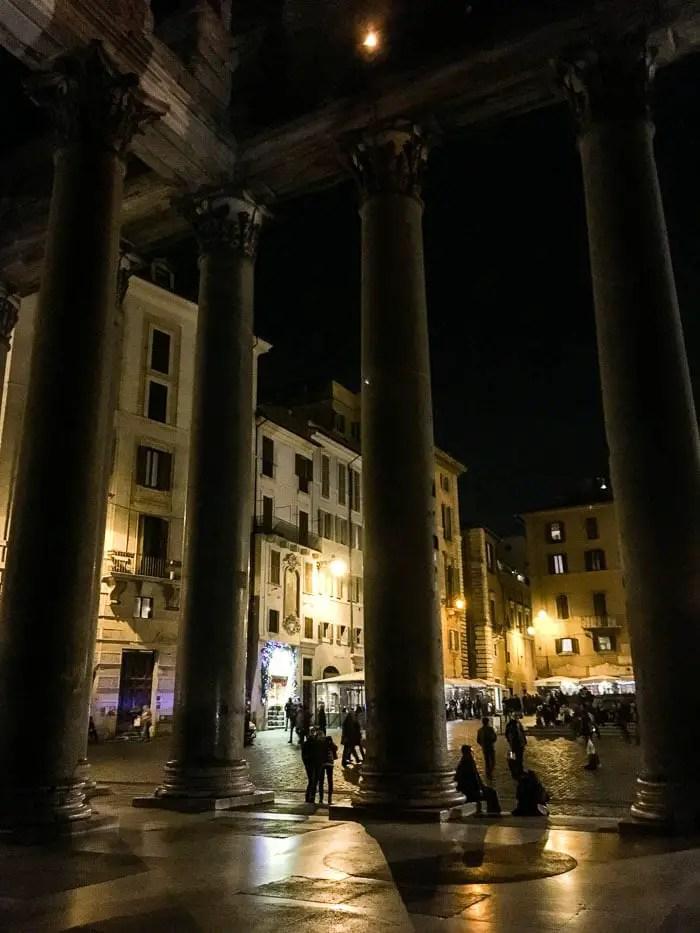 Roma à noite | Malas e Panelas