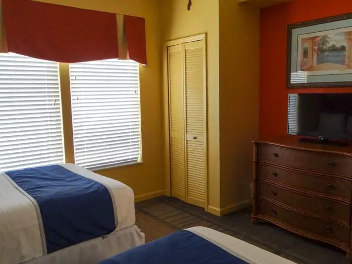 bastante espaço para guardar as roupas no Lake Buena Vista Resort