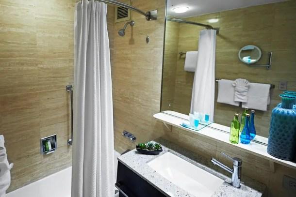 Banheiro do hotel dentro do aeroporto de Miami