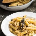 Penne Salsiccia Burro e Salvia (carne de porco, manteiga e sálvia)