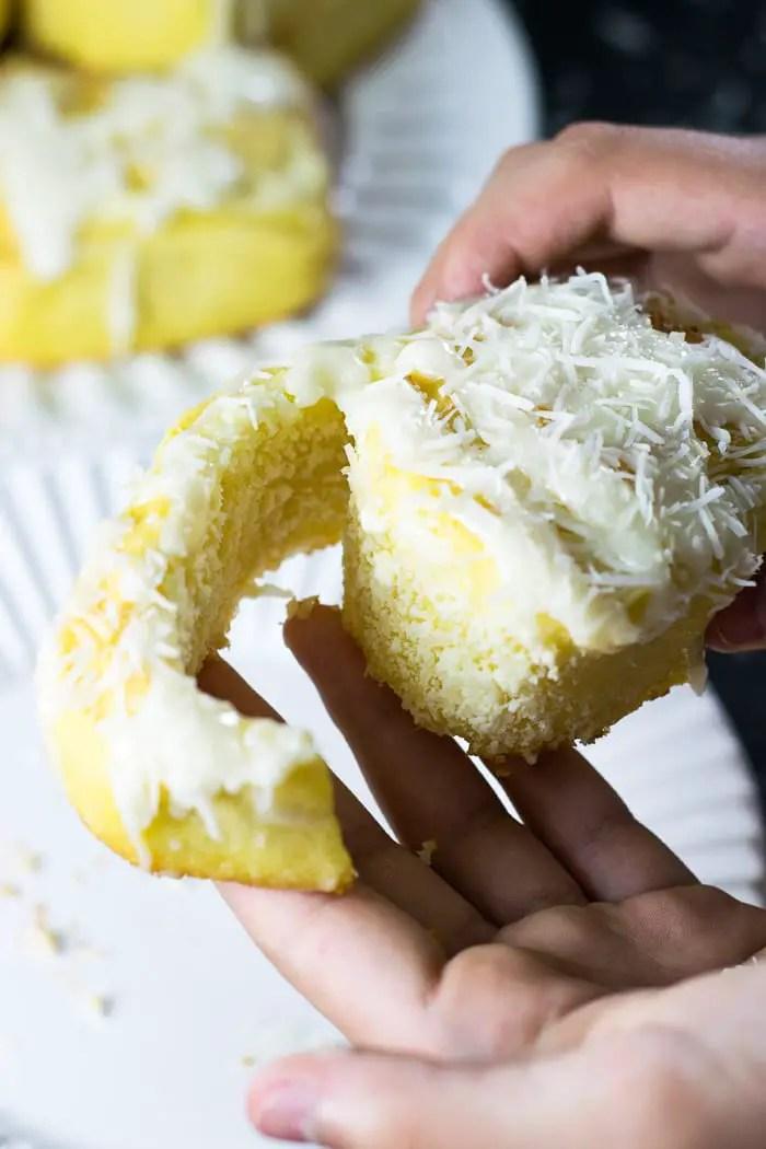 Roll de coco e ricota com massa de baunilha