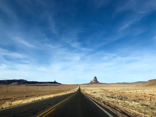 Estrada chegando em Monumet Valley