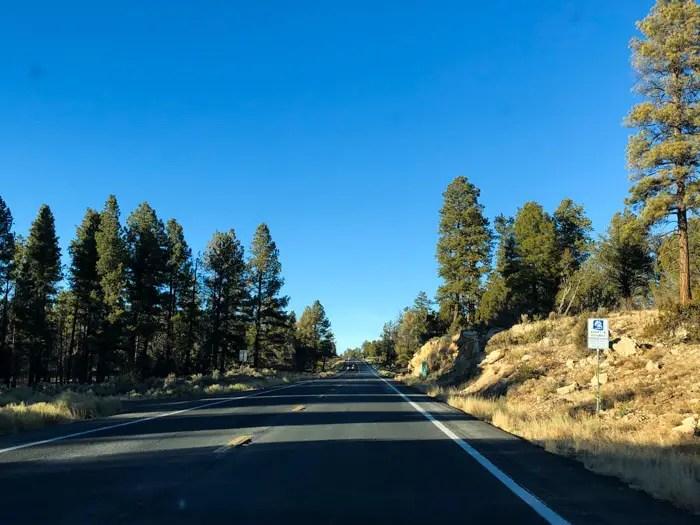 Estrada para o Grand Canyon