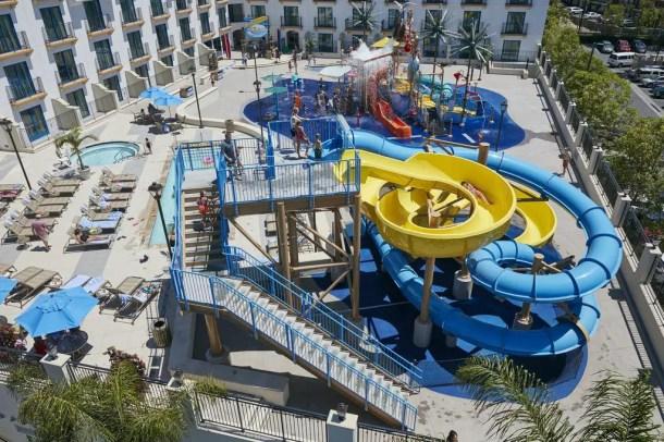 Hotel com parque aquático Disneyland California