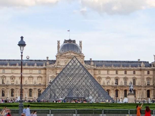 "16 Lugares para Visitar em Paris | Museu Louvre | Malas e Panelas"" width="