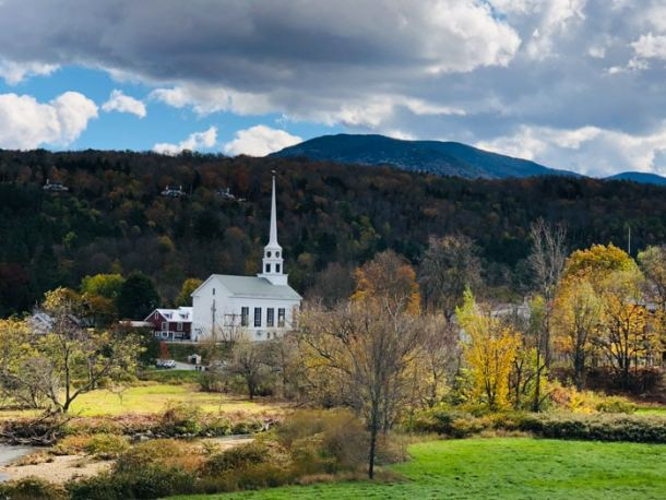 20 Great Places to Take Pictures in New England - Stowe, Vermont | Travel Cook Tell