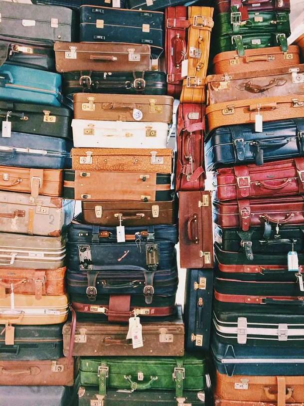 malas de viagem de vários tamanhos empilhadas
