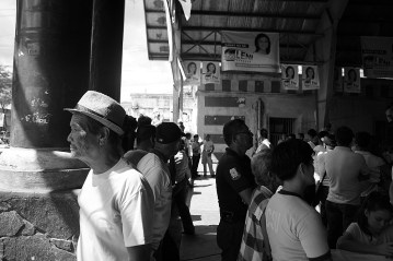 Irigueños await a visiting politician