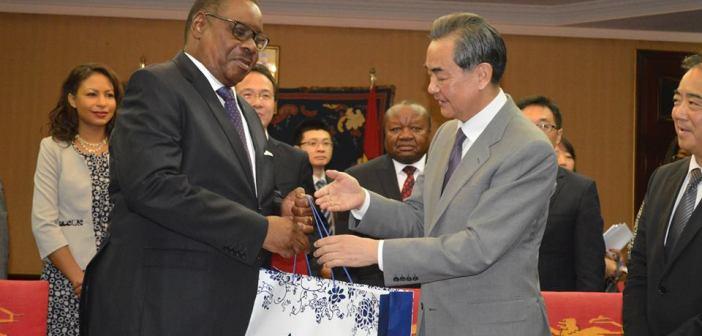 Peter Mutharika with Wang Yi