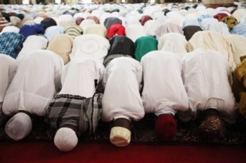 Muslims-at-prayer-600x399