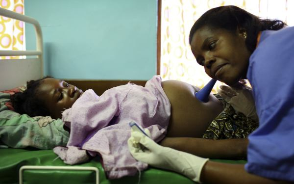 Traditional birth attendants get the blame in Malawi. (Image credit:politicsofpoverty.oxfamamerica.org)