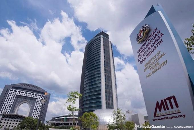 Jumlah perdagangan Malaysia pada April 2018 meningkat 11.7 peratus tahun ke tahun kepada RM155.42 bilion berbanding penurunan sebanyak 3.5 peratus pada Mac, menurut Kementerian Perdagangan Antarabangsa dan Industri (MITI).