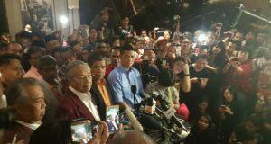 Tun Mahathir bersama barisan kepimpinan Pakatan Harapan mengadakan sidang media mengumumkan kemenangan.