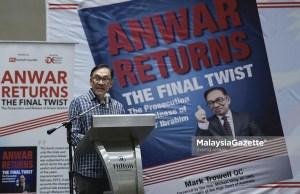 Ketua Umum Parti Keadilan Rakyat (PKR), Datuk Seri Anwar Ibrahim berucap pada majlis Pelancaran Buku Anwar Return The Final Twist di Hilton Hotel, Kuala Lumpur. foto SYAFIQ AMBAK, 26 OGOS 2018