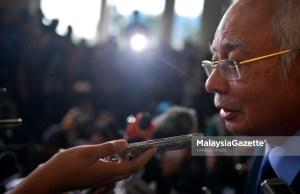 Bekas Perdana Menteri, Datuk Seri Najib Tun Razak bercakap kepada media ketika keluar dari Mahkamah Sesyen Kuala Lumpur selepas didakwa beberapa pertuduhan mengikut Seksyen 23(1) Akta Suruhanjaya Pencegahan Rasuah 2009 berhubung kes 1Malaysia Development Bhd (1MDB) di Mahkamah Jalan Duta, Kuala Lumpur. foto FAREEZ FADZIL, 20 SEPTEMBER 2018