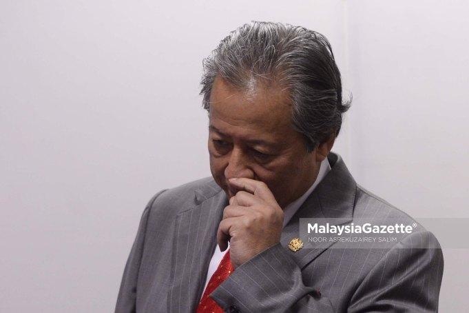 Bekas Menteri Luar yang juga Ahli Parlimen Barisan Nasional, Datuk Seri Anifah Aman mengumumkan keluar UMNO.