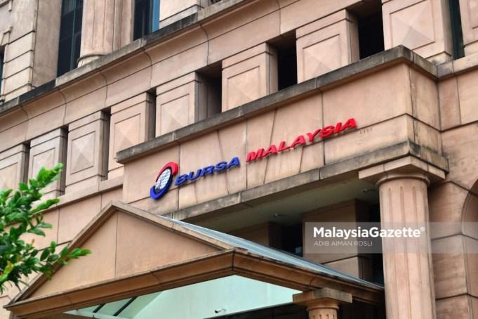 Bursa Malaysia dibuka dengan kecenderungan negatif hari ini, berikutan harga minyak sawit mentah (MSM) dan harga minyak mentah yang rendah terus mempengaruhi sentimen pasaran.
