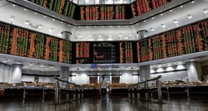 Harga saham di Bursa Malaysia tinggi semasa dibuka hari ini, didorong beberapa sokongan belian dalam saham wajaran tinggi terpilih walaupun pasaran saham Asia mencatatkan prestasi bercampur-campur.
