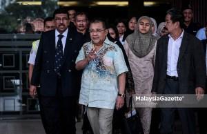 Tan Sri Mohd Isa Abdul Samad dan Datuk Mohd Emir Mavani Abdullah diarahkan memfailkan penyataan pembelaan dalam saman dikemukakan syarikat berkenaan yang menuntut ganti rugi berjumlah RM7.69 juta berhubung pembelian kondominium mewah terletak di Troika, Persiaran KLCC.