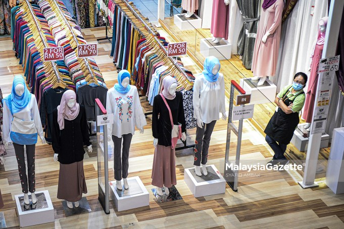 Picture for representational purposes only. PIX: SYAFIQ AMBAK / MalaysiaGazette / 20 OCTOBER 2020 retail business sectors reopens MCO