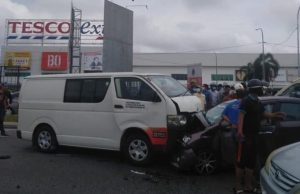 A van lost control and collided into a Perodua Bezza caused the death of husband and wife and their two children injured in front of the Tesco Hypermarket at Jalan Saujana Impian, Kajang.