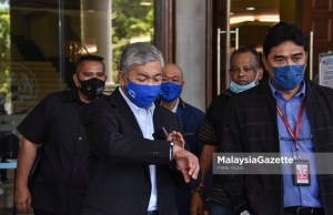 criminal charges Former Deputy Prime Minister Datuk Seri Dr Ahmad Zahid Hamidi walks out of the Kuala Lumpur Courts Complex after his corruption, power abuse and money laundering trial involving Yayasan Akalbudi. PIX: FIKRI YAZID / MalaysiaGazette / 9 MARCH 2021
