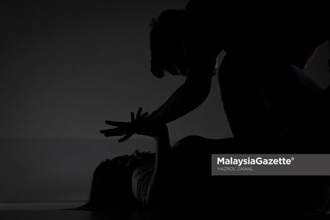 Datuk Seri molest outraging modesty own daugh