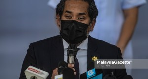 Minister of Science, Technology and Innovation, Khairy Jamaluddin Abu Bakar speaks to the journalists about the Pfizer BioNTech Covid-19 vaccine at the Putrajaya Health Clinic of Precinct 11, Putrjaya. PIX: AFFAN FAUZI / MalaysiaGazette / 24 FEBRUARY 2021. Sinovac Covid-19 vaccine Rembau Hospital