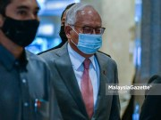 Former Prime Minister, Datuk Seri Najib Tun Razak leaves the Palace of Justice after the hearing of his appeal to set aside his conviction over misappropriation of funds belonging to SRC International Sdn Bhd. PIX: FIKRI YAZID / MalaysiaGazette / 12 APRIL 2021.
