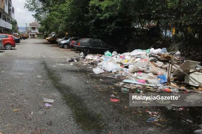 Picture for representational purposes only (A pile of rubbish by the road side) DBKL Kuala Lumpur City Hall flash flood