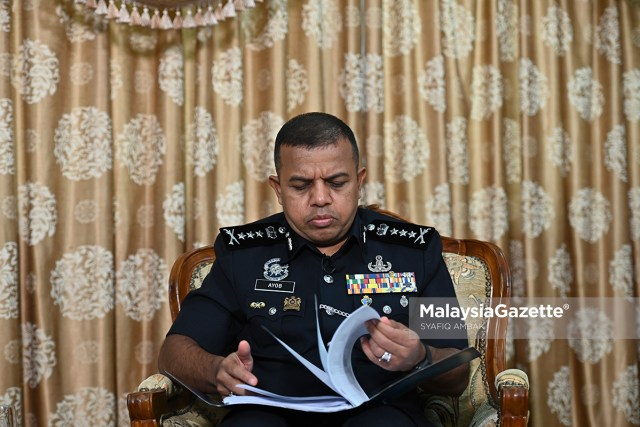 The reaction of the Johor Police Chief, Datuk Ayob Khan Mydin Pitchay during an exclusive interview with MalaysiaGazette at the Bukit Aman Police Contingent in Kuala Lumpur. PIX: SYAFIQ AMBAK / MalaysiaGazette / 03 APRIL 2021