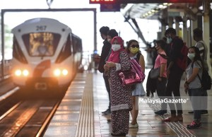 Passengers of waiting for the Light Rail Transit (LRT) at the Kuala Lumpur Sentral (KL Sentral) to go to work following the implementation of the Movement Control Order (MCO) on six districts in Selangor beginning today, and Kuala Lumpur on 7 May. PIX: SYAFIQ AMBAK / MalaysiaGazette / 06 MAY 2021.