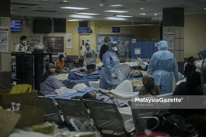 The Covid-19 patients at Tengku Ampuan Rahimah Hospital (HTAR) in Klang, Selangor. PIX: MalaysiaGazette admission rate cases