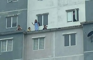 Jalan Seri Stulang, Taman Bayu Puteri near Masai, Johor. The action of four foreign women sitting on a ledge outside the windows of an apartment has attracted the attention of netizens. filipino
