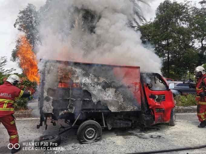courier service company lorry driver burnt to death fatal accident Larkin Johor Bahru